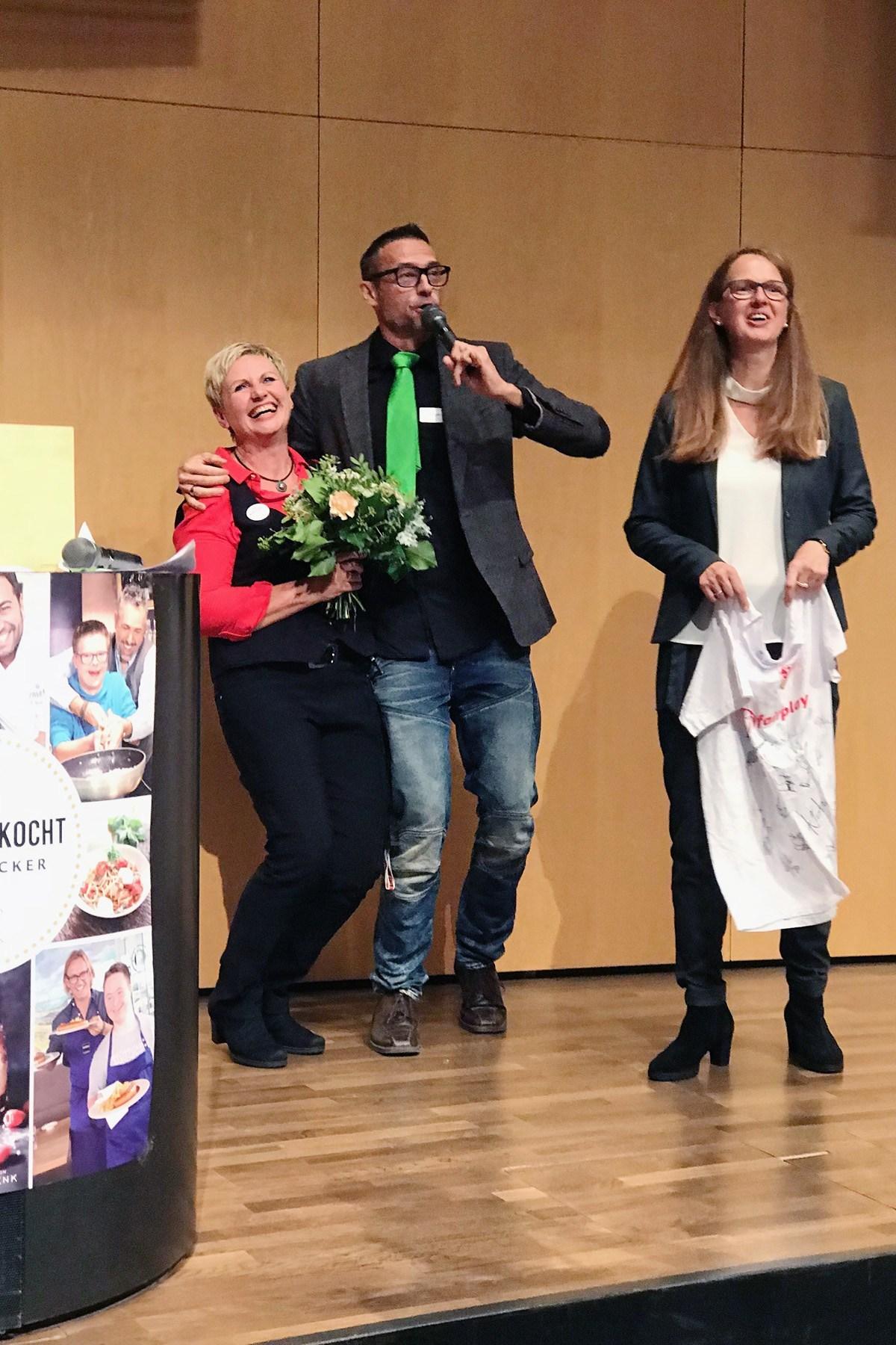 Als gäbe es nicht schon genug zu feiern – da darf Moderator Holger Laser auch noch Geburstatgsglückw